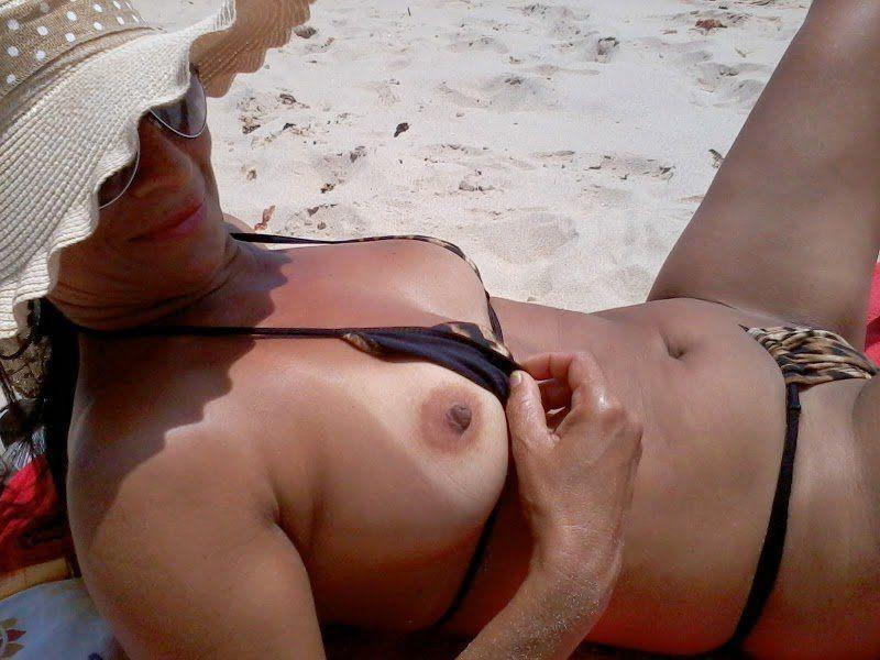 Esposa gostosa biquíni na praia