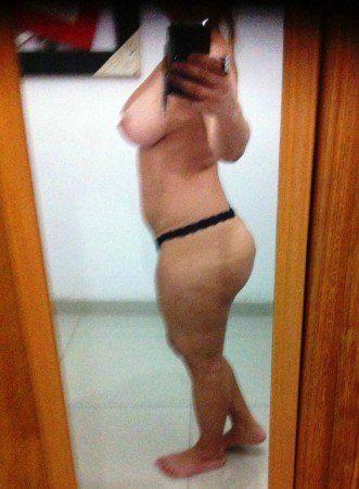 coroa gostosa solteira pelada no espelho (5)