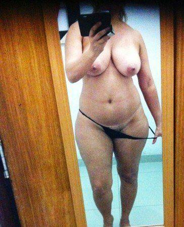 coroa gostosa solteira pelada no espelho (7)