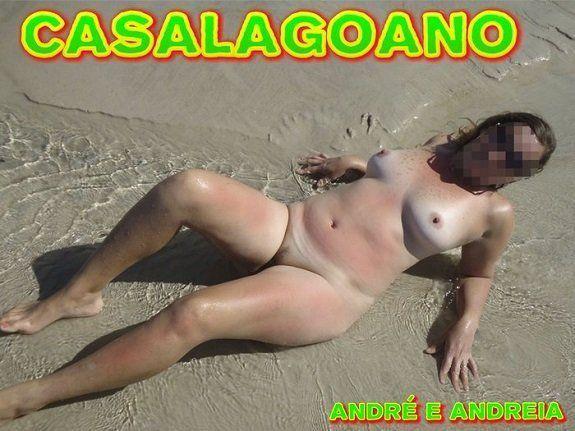 Esposa safada quase nua na praia