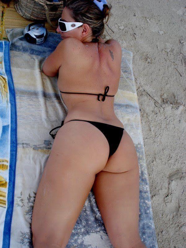 coroa gostosa nua na praia (13)