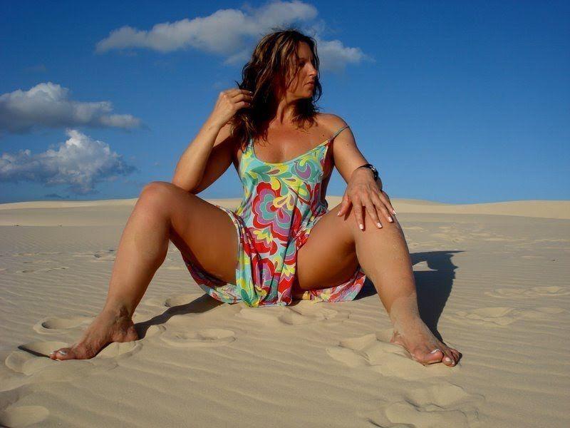 coroa gostosa nua na praia (3)