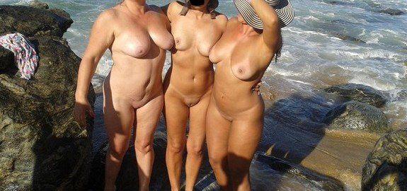 Esposas gostosas nuas na praia