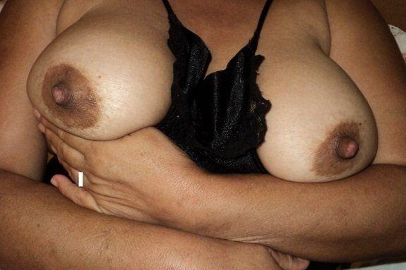 Peitos grandes e bucetuda