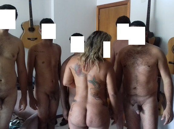 Esposa trepando com vários machos alfas