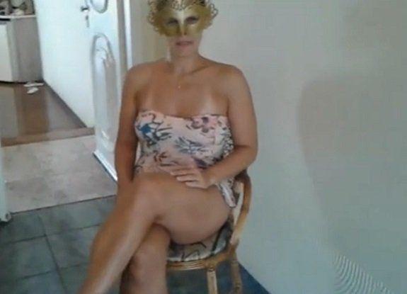 Raquel Exibida oferecendo a calcinha