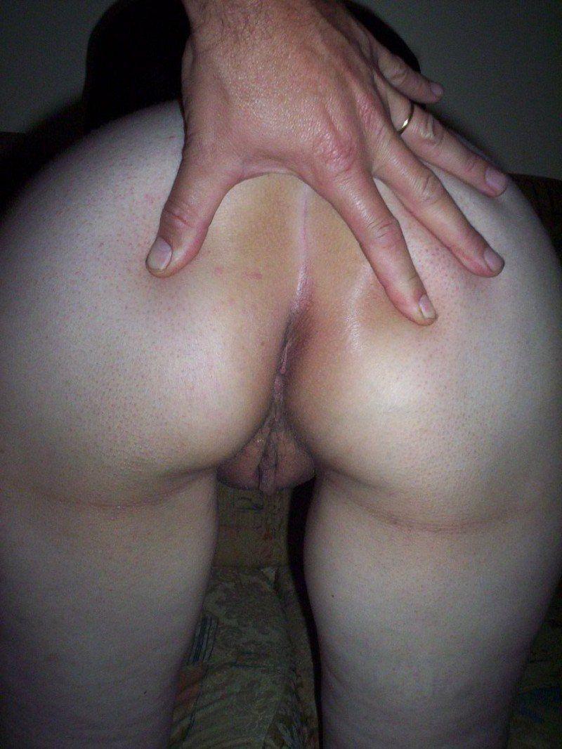 corno exibindo a buceta da mulher (4)
