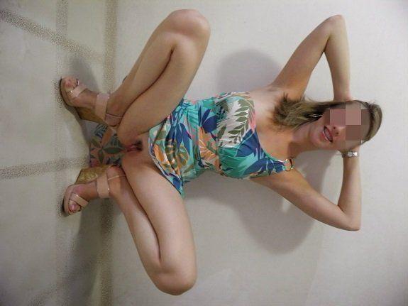 Esposa de vestido sem calcinha