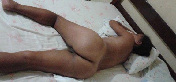 Esposa dormindo pelada na cama