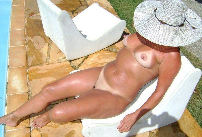Minha esposa tomando sol nua