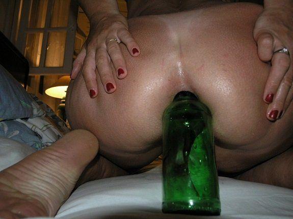 Coroa rabuda garrafa no cuzinho