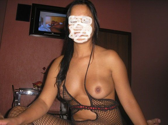 Morena vadia do biquini no motel