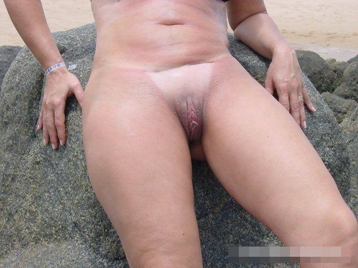 Coroa gostosa de biquini na praia (12)
