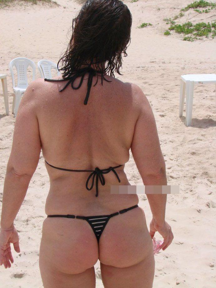 Coroa gostosa de biquini na praia (3)