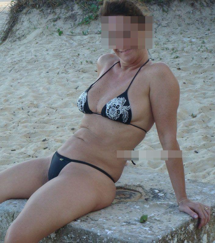 Coroa gostosa de biquini na praia (4)