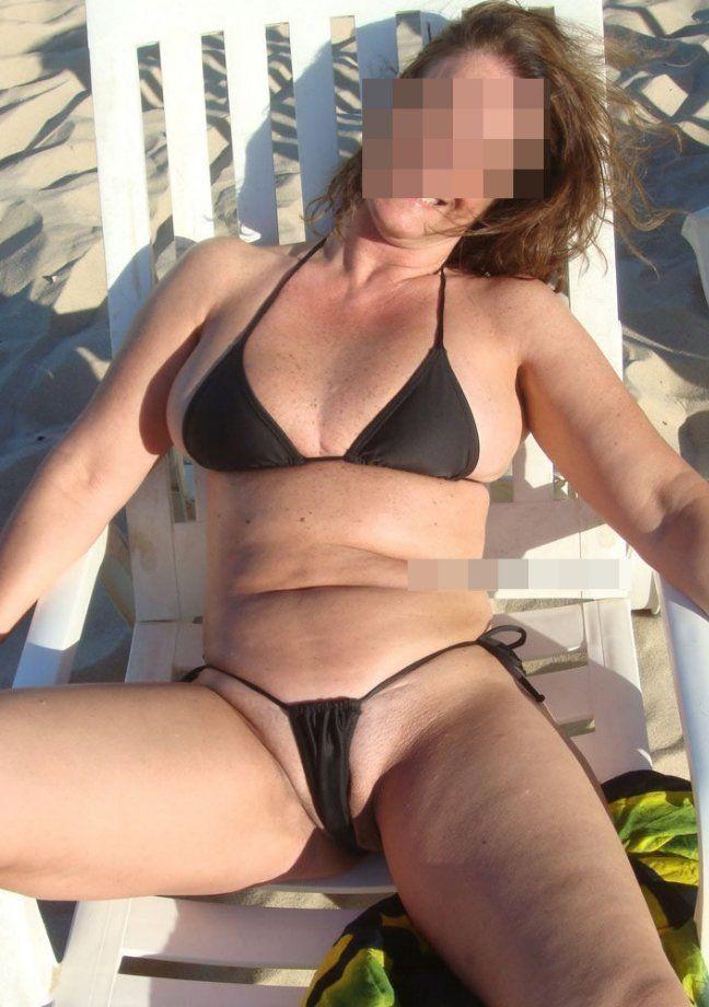 Coroa gostosa de biquini na praia (5)