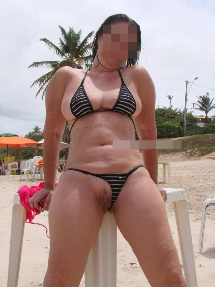 Coroa gostosa de biquini na praia (9)