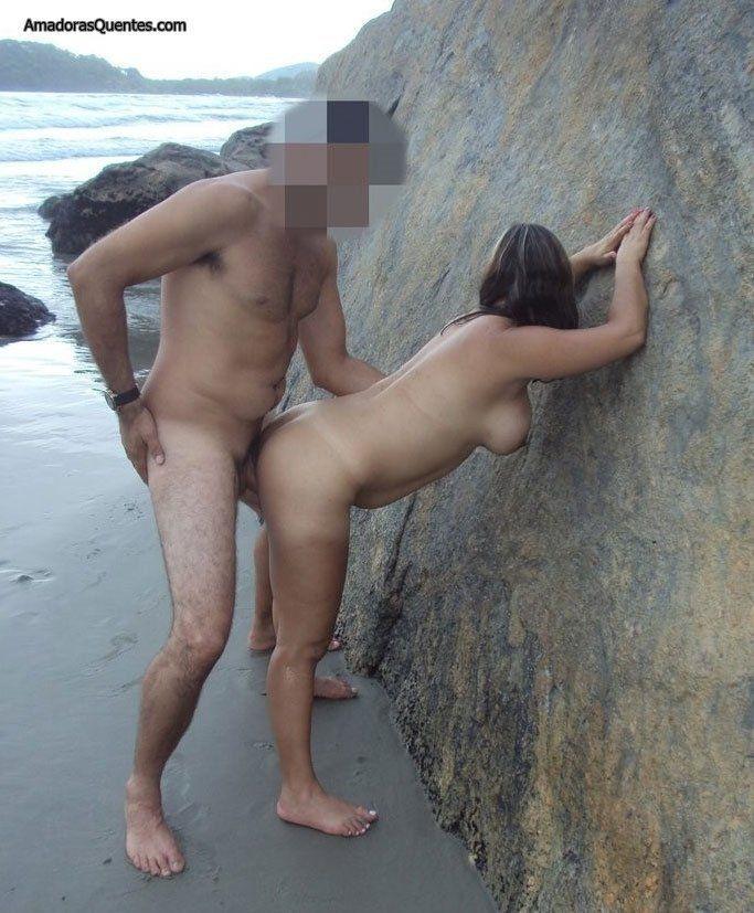 peituda-gostosa-fazendo-sexo-amador-1