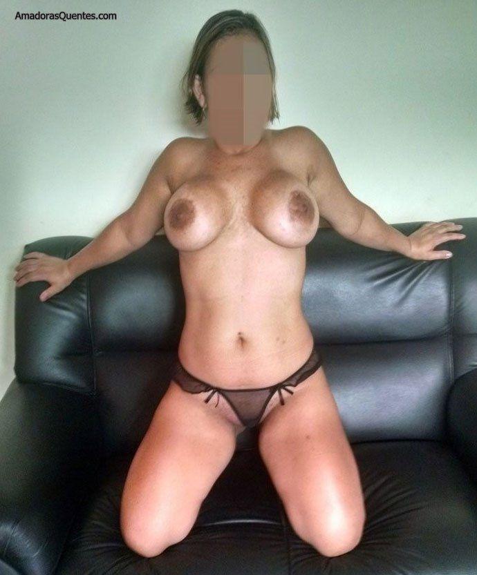 peituda-gostosa-fazendo-sexo-amador-18