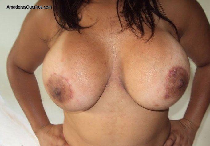 peituda-gostosa-fazendo-sexo-amador-25