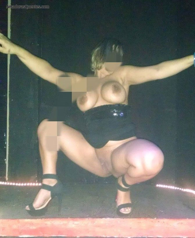peituda-gostosa-fazendo-sexo-amador-29