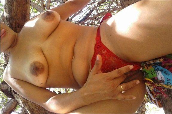 Esposa bucetuda greluda pelada na mata
