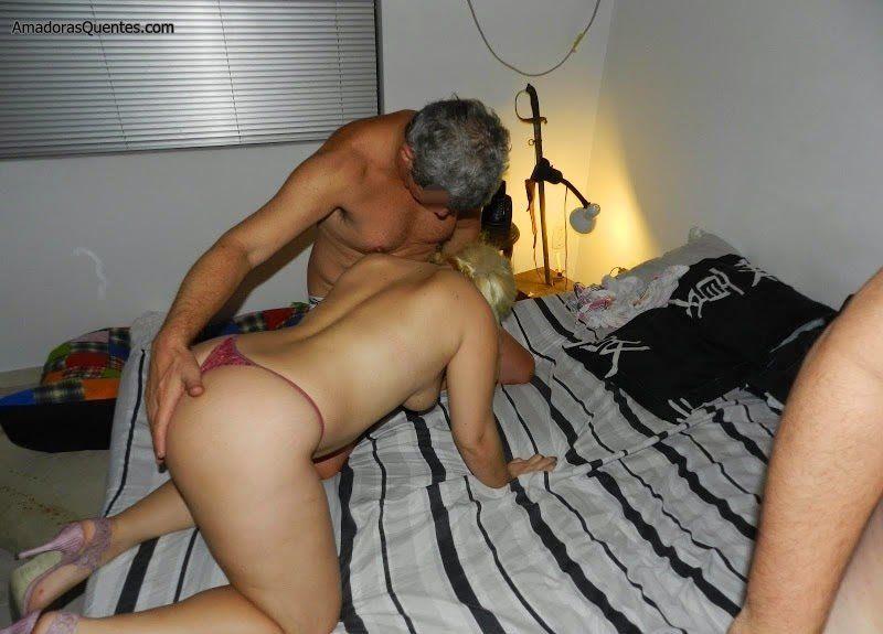 loira-liberada-pelo-corno-em-fotos-de-sexo-11