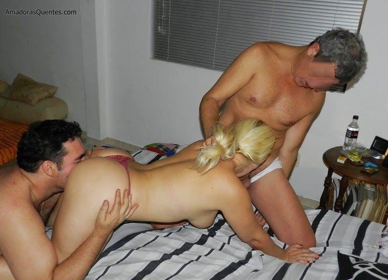 loira-liberada-pelo-corno-em-fotos-de-sexo-14