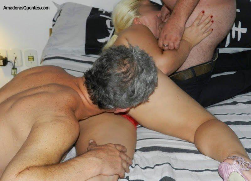 loira-liberada-pelo-corno-em-fotos-de-sexo-7