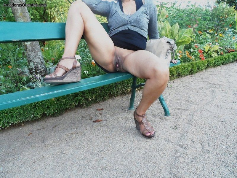 esposa-bucetuda-exibicionista-sem-calcinha-5