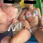 Casada exibicionista mostrando a buceta na praia