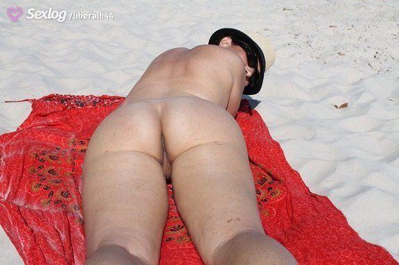 Esposa exibida pelada na rua e praia
