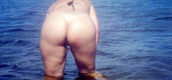 Fotos da esposa exibida pelada na praia