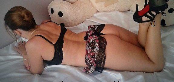 Esposa deliciosa se exibindo de lingerie