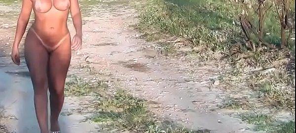 Esposa andando toda peladinha na estrada