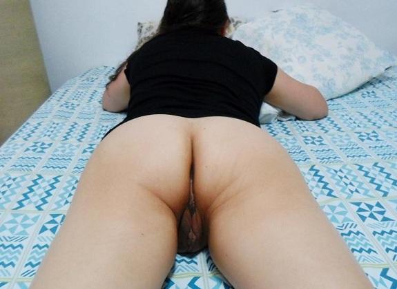 Esposa magrinha bucetuda em fotos do Sexlog