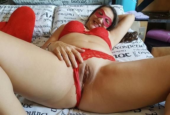 Loba esposa de aluguel em fotos amadoras peladas