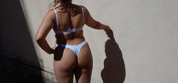 Loira gostosa exibida fotos amadoras nuas