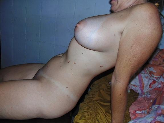 Minha esposa gostosa pelada para os machos
