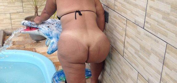 Minha esposa rabuda pelada na piscina