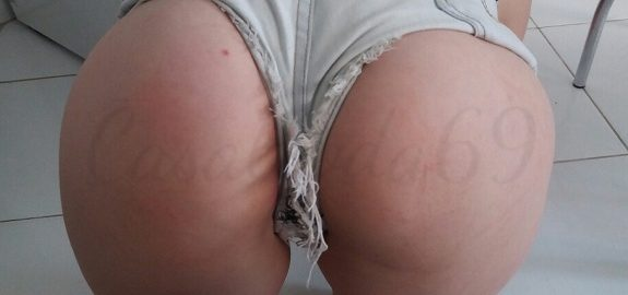 Branquinha rabuda em fotos de sexo amador