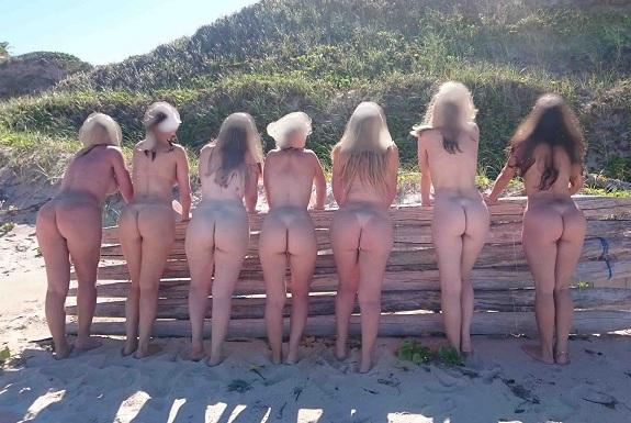Loira gostosa e suas amigas de putarias