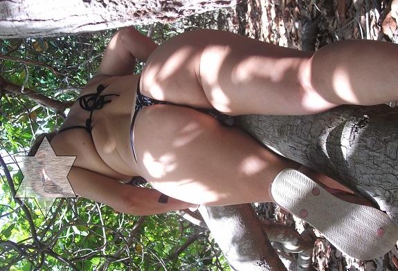 Fotos da esposa coroa gostosa de biquíni na praia