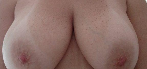 Fotos caseiras da esposa peituda gostosa pelada