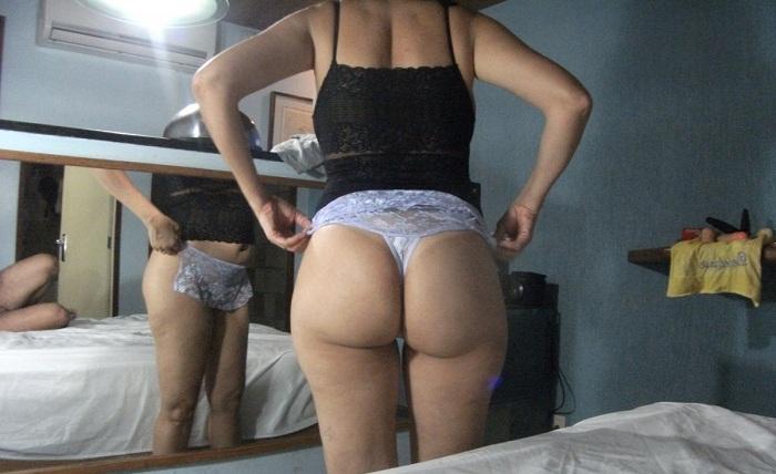 Esposa rabuda gostosa exibindo-se pelada
