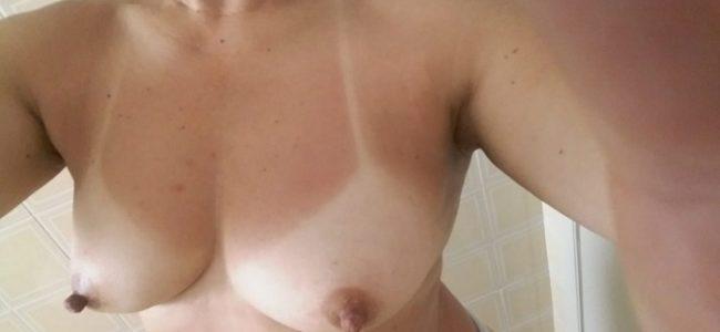 Minha esposa exibindo seus peitinhos