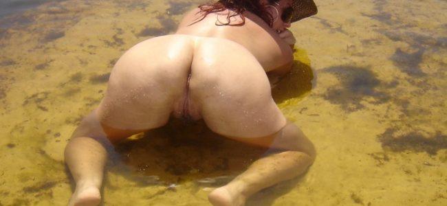 Esposa exibicionista Beatriz nua na praia