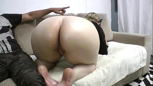 Marido corno ajudando a esposa rabuda a foder