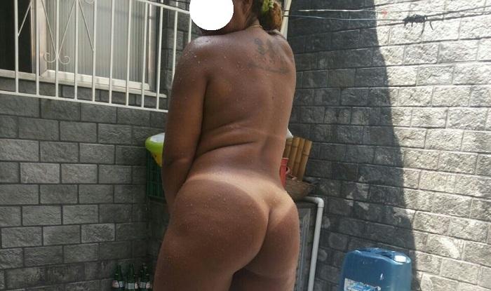 Sandra minha esposa mulata pelada no quintal