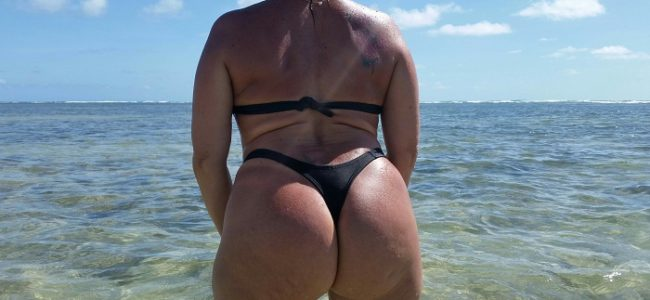 Coroa mega gostosa ficou pelada na praia